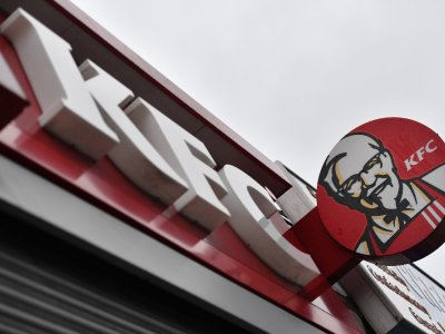 New Zealand police nab two gang associates with a trunk full of KFC trying to enter locked-down Auckland