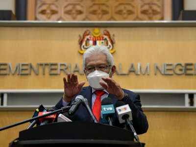 Citizenship ruling for children born abroad to Malaysian mums: Cabinet agrees to continue with appeal, says home minister