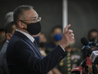 Hishammuddin: 5,887 students in military camps to get vaccinated