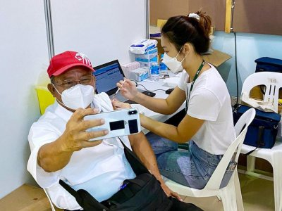 About 3,200 vaccinated seniors first to receive Covid-19 booster shots, says Singapore's health minister