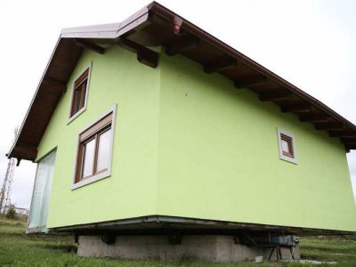 Bosnian man builds a house that rotates so his wife can get a different view whenever she wants (VIDEO)
