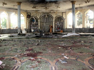 阿富汗清真寺爆炸逾百死伤       IS:炸弹客是维吾尔穆斯林