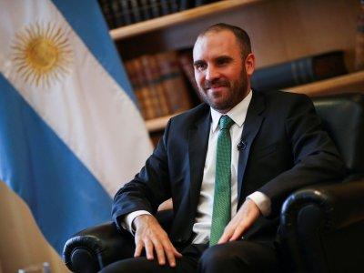 Argentina touts economic 'roadmap', investors remain wary