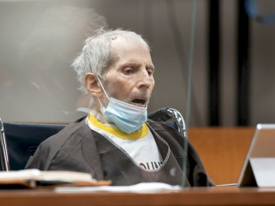 Convicted murderer Robert Durst has Covid, is on ventilator, reports LA Times