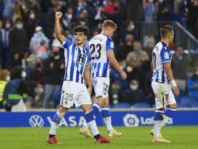 Late Lobete goal sends 10-man Real Sociedad top of La Liga