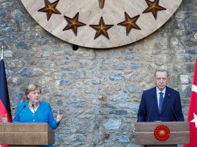 Merkel vows continuity on last visit to Erdogan