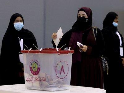 卡塔尔首次议员直选 女性候选人无一当选