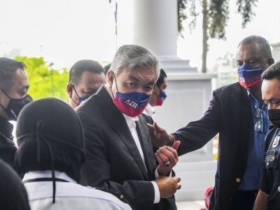 Prosecution: Zahid knew from day one, gave orders for charity funds' misuse for credit card bills but later blamed 'scapegoat'