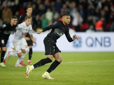 Mbappe ends PSG scoring drought in Angers win