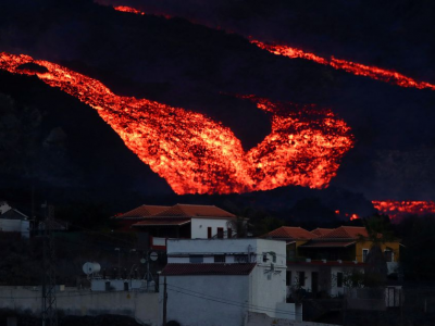 Drone used to feed emaciated dogs abandoned by owners fleeing volcano lava in Spain (VIDEO)