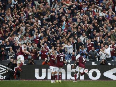 West Ham rock Spurs as Man United prepare for Liverpool clash