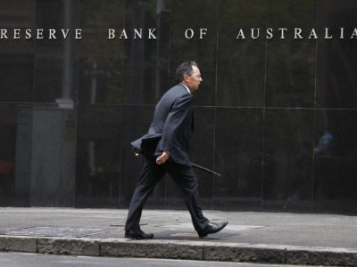 Asian shares rise as risk assets shine, Australian central bank eyed