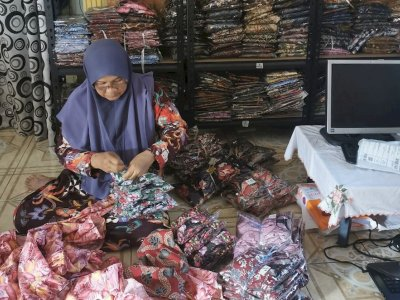 The Edit: Kedah couple's clothing business thrives after moving online