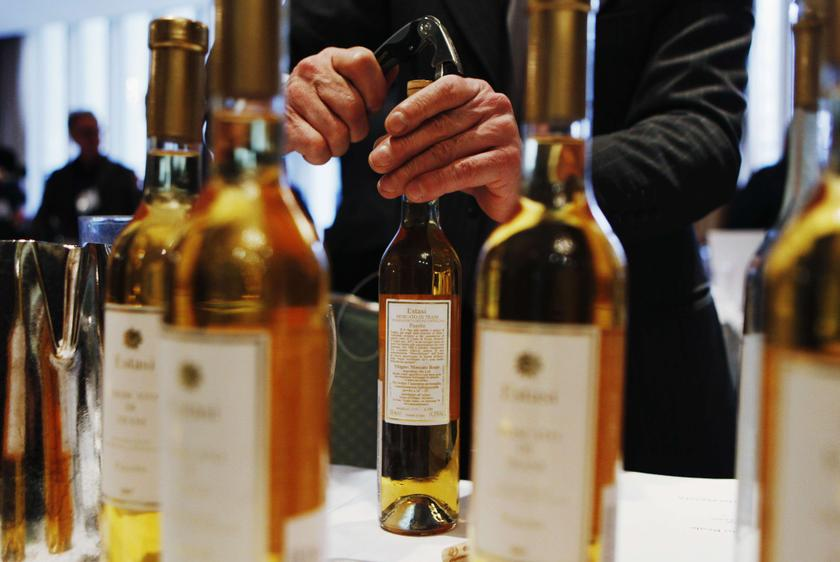 An exhibitor opens a bottle of Estasi wine from the Passito vineyards during the Vino 2010 Italian Wine Week event in New York in this February 5, 2010 file photo. — Reuters pic