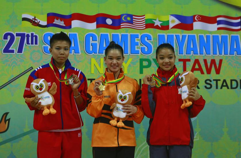 Gold medalist Tai Cheau Xuen from Malaysia (centre), silver medalist Aint Mi Mi from Myanmar and bronze medalist Juwita Niza Wasni Wasni (right) from Indonesia during the 27th SEA Games. Tai was expelled from the Asian Games in Incheon, South Korea and stripped off her gold medal after failing a doping test. — File pic