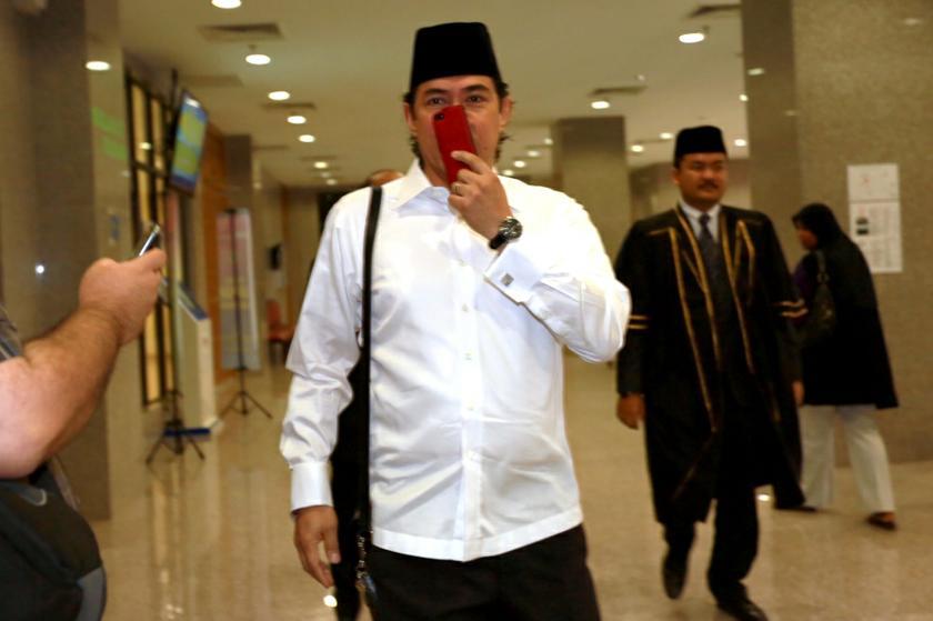 Datuk Seri Mahmud Abu Bekir Abdul Taib arrive Kuala Lumpur Syariah Court, October 11, 2013. — Picture by Saw Siow Feng