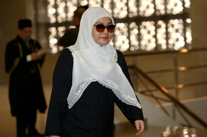 Shahnaz Abdul Majid arrives at Kuala Lumpur Syariah Court.— Saw Siow Feng