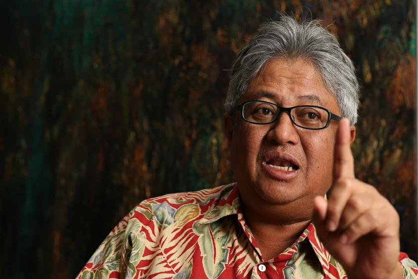Justice Ahmad said the plaintiff can still set up his own firm under a different style and name as he 'wanted back his name' although without the 'and Co', for example, 'Zaid Ibrahim and Associates' or 'The Chambers of Zaid Ibrahim'. — Picture by Saw Siow Feng