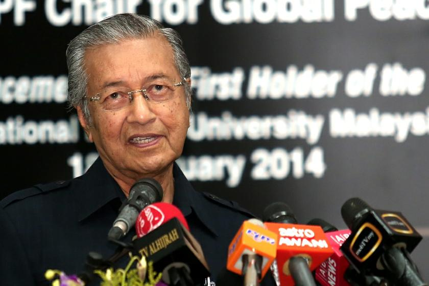 Dr Mahathir said the respect Malaysians have for traditional values and customs will disappear should Malays lose political power and backed calls by certain Malay and Muslim rights groups here to rally to defend Islam. — Picture by Saw Siow Feng