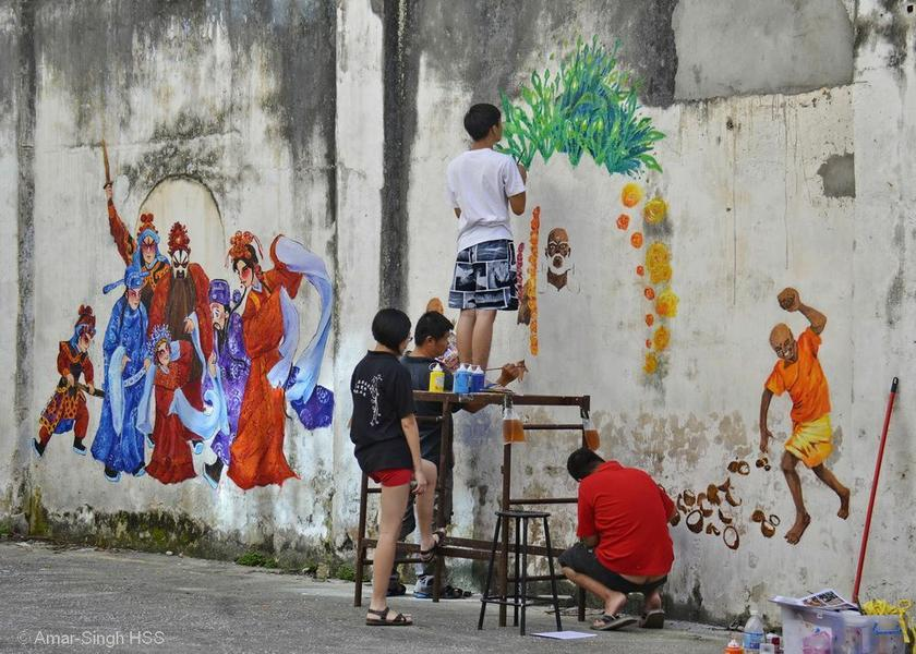 Street artist Eric Lai working with young people. — Supplied pics