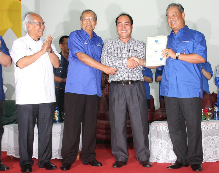Sarawak Chief Minister Tan Sri Adenan Satem (second left) indicated that the state election would be held very soon. — File pic