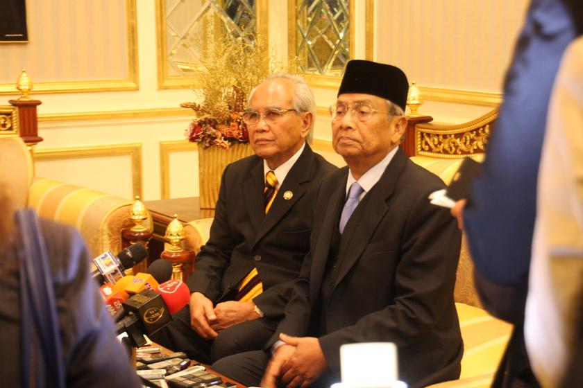 Sarawak Chief Minister Tan Sri Adenan Satem (right) has pledged to protect the state's religious harmony, including the right of its Bumiputera Christians to use the word 'Allah'. — File pic
