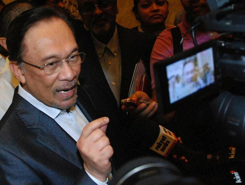 Datuk Seri Anwar Ibrahim speaks to reporters after the trial at the Court of Appeal in Putrajaya March 6, 2014. The PR de facto chief has claimed the charges were trumped up by the ruling coalition. ― file picture