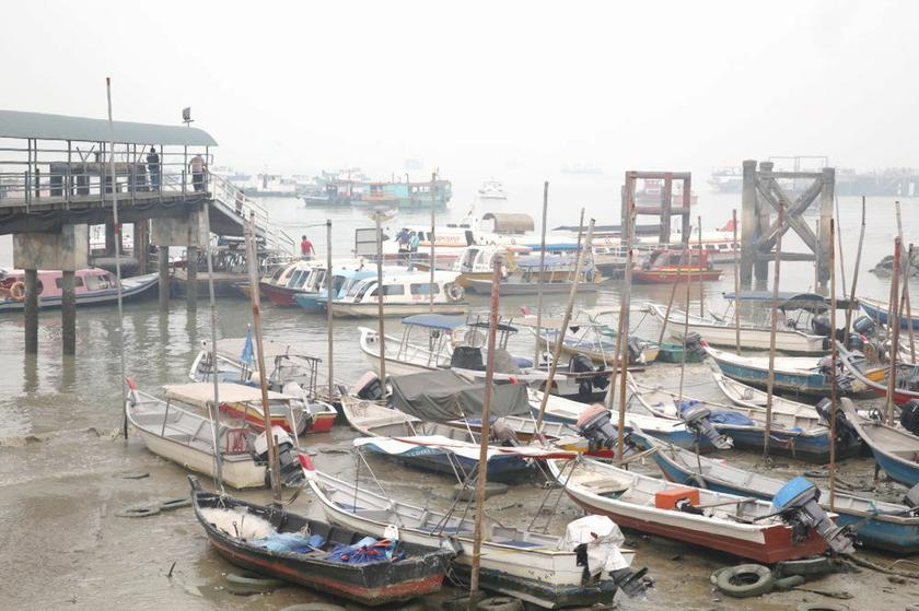 File photo shows fishing boats at Port Klang, March 3, 2014. ― Picture by Choo Choy May