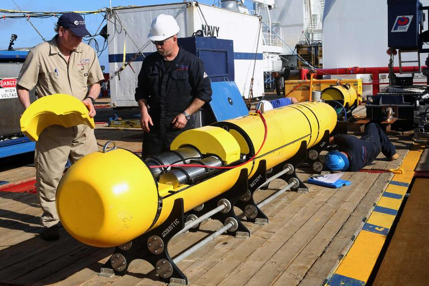 Phoenix International workers inspect the Bluefin 21 autonomous underwater vehicle (AUV) before deployment in the southern Indian Ocean to look for the missing Malaysia Airlines flight MH370, April 15, 2014. — Reuters pic