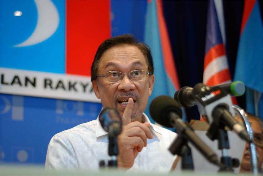 Opposition Leader Datuk Seri Anwar Ibrahim said Budget 2015's reduction of income tax would benefit the rich more than middle-income earners. — Picture by Yusof Mat Isa