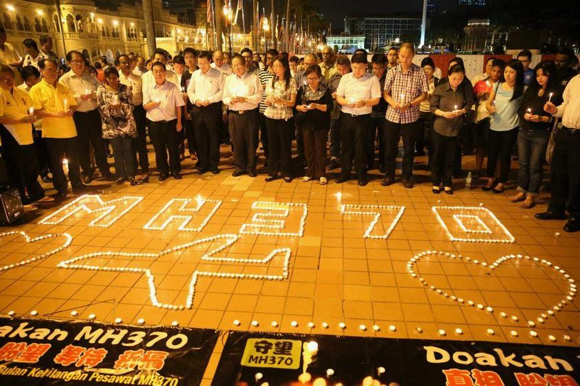 A group of people quietly gather at Dataran Merdeka for a candlelight vigil to pray for the missing MH370. ― Picture by Choo Choy May