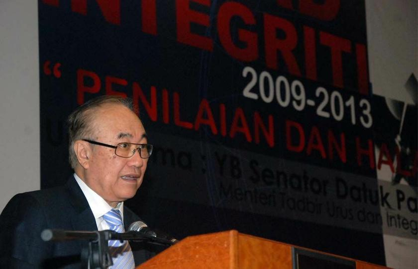 Minister in the Prime Minister Department Senator Datuk Paul Low says there's a need to regulate political financing. — Picture by Yusof Mat Isa