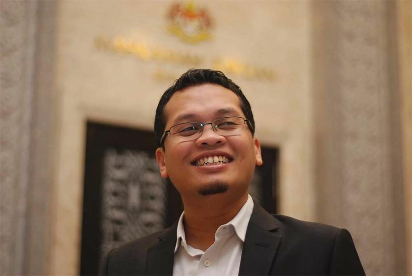 PKR Youth chief Nik Nazmi Nik Ahmad advised opponents of Chinese vernacular education to focus on improving the quality of national-type schools. — Picture by Yusof Mat Isa