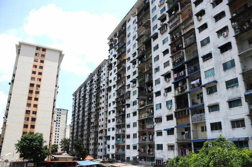 'Expensive' home prices have become a perennial problem in Malaysia, with many Malaysians across race saying that property is virtually unaffordable to most wage earners. ― Picture by K.E. Ooi