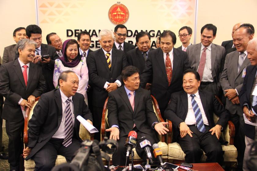 Tan Sri William Mawan Ikom holds a press conference to announce the formation of BN-friendly party Tenaga Rakyat Sarawak (Teras) at the Sarawak Legislative Assembly building in Kuching May 15, 2014. — Picture by Nigel Edgar