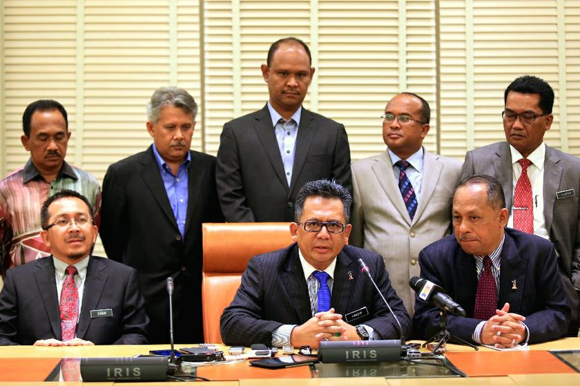 Razif (front row, second from the right) said the policy would be enforced soon. — File picture by Saw Siow Feng
