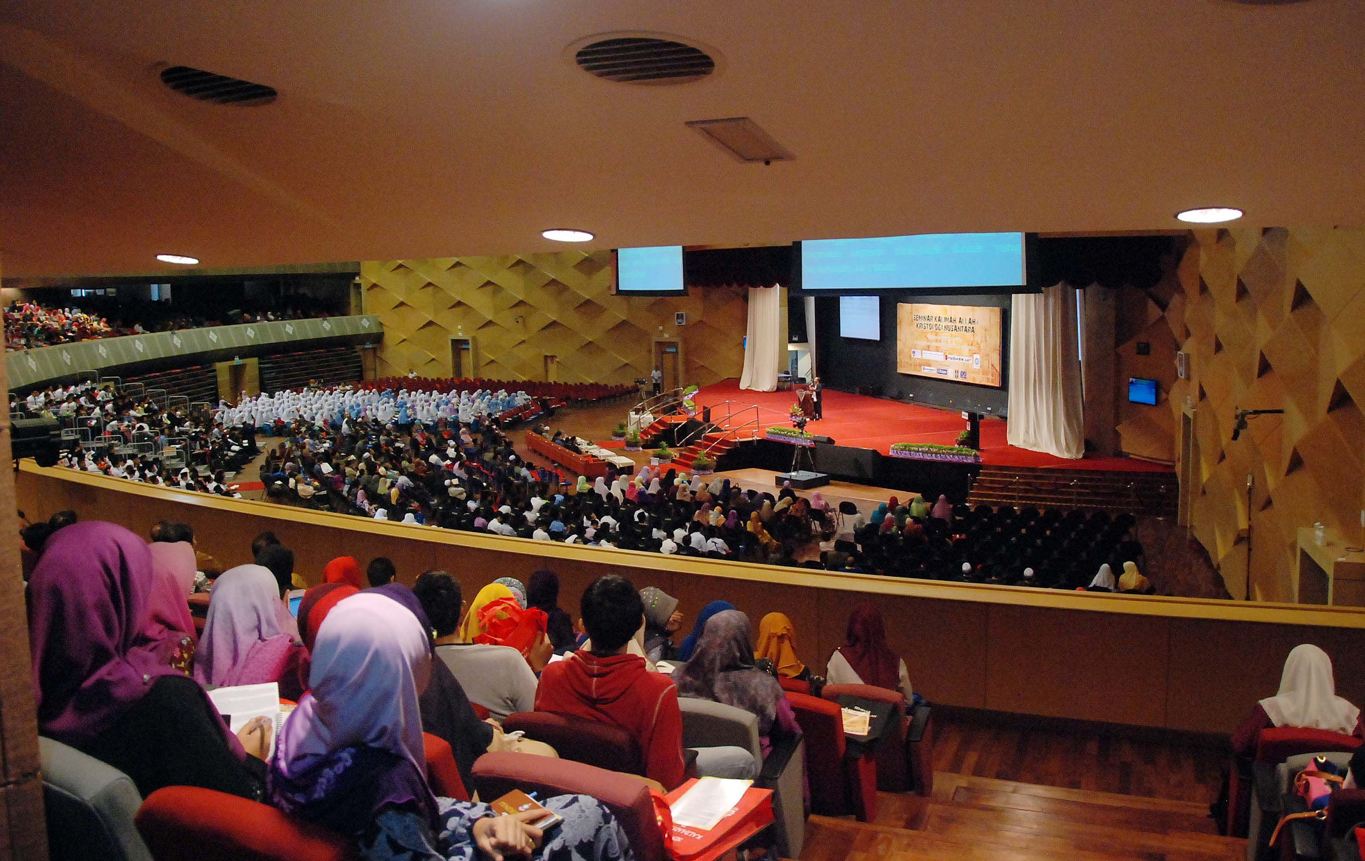 Higher Education Minister Datuk Seri Idris Jusoh referred to Article 153 in the Federal Constitution and asserted that UiTM is 'serving the constitutional needs of the country'. ― Picture by Yusof Mat Isa