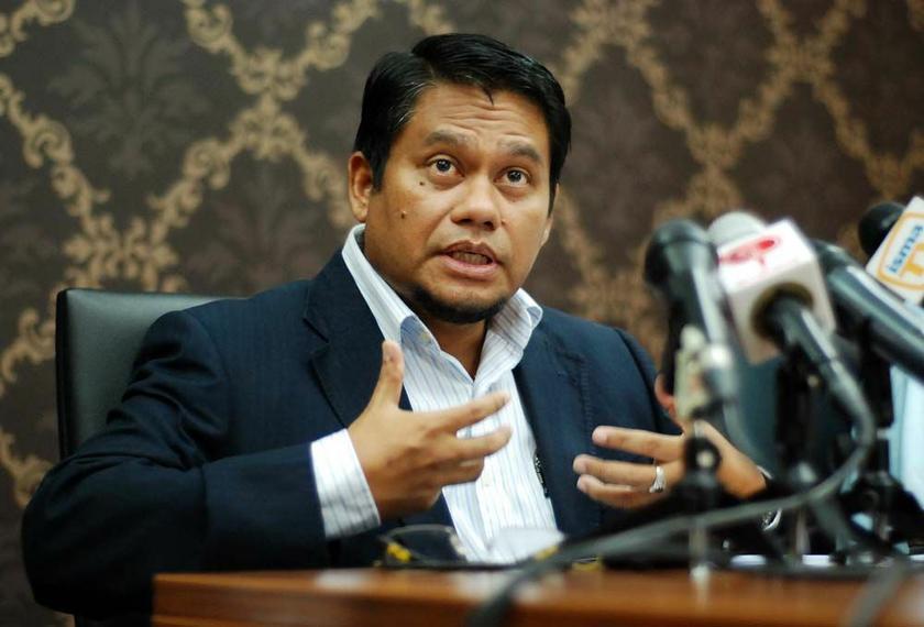 Ikatan Muslimin Malaysia (Isma) president, Abdullah Zaik Abdul Rahman, speaks during the Isma press conference at the ISMA Studio in Bangi, May 9, 2014. ― Picture  by Yusof Mat Isa