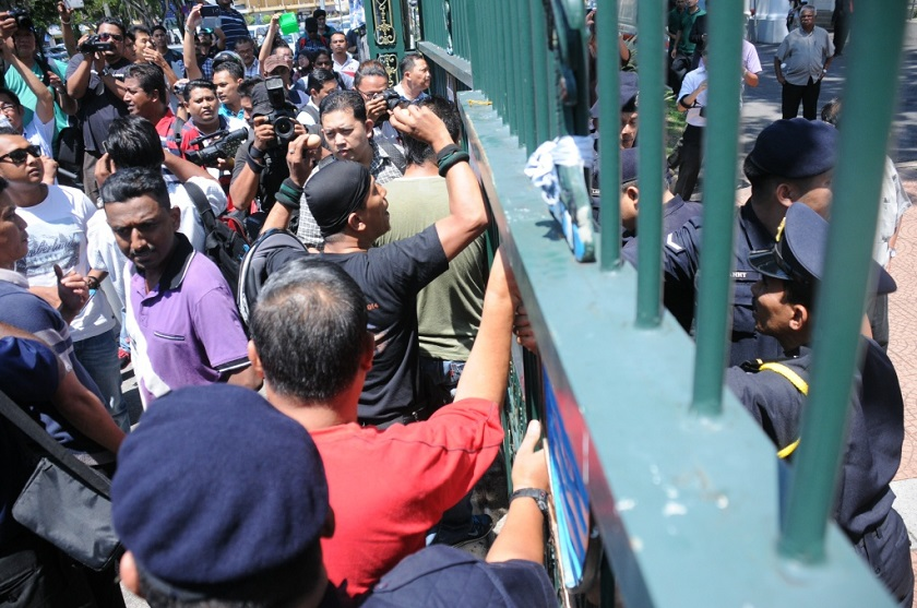 Police attempt to restrain Umno protesters from trying to breach the gates of the Penang legislative assembly hall on May 21, 2014. — Picture by K.E. Ooi