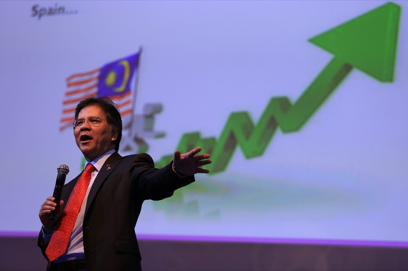 File picture shows Datuk Seri Idris Jala, Chief Executive Officer Pemandu, at the Invest Malaysia forum 2014 Kuala Lumpur. — Picture by Saw Siow Feng