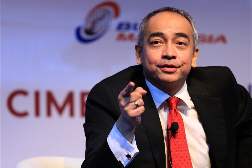 CIMB Group chairman Datuk Seri Nazir Razak warned 'power people' against making 'stupid remarks' amid the plummeting value of the ringgit. — File pic