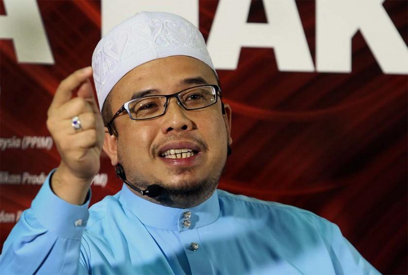 Datuk Dr Mohd Asri Zainul Abidin speaking at the Wacana Sinar forum at  Karangkraf, Shah Alam, June 20, 2014. — Picture by Yusof Mat Isa