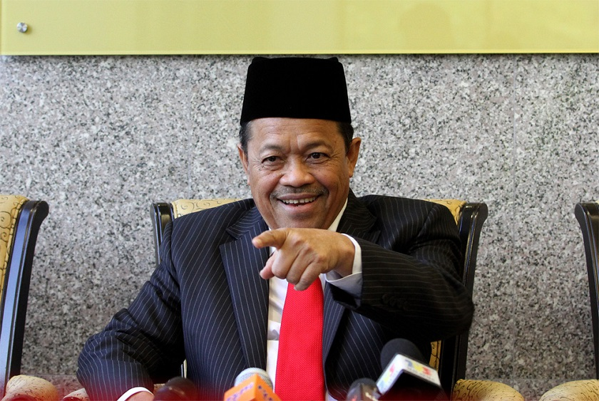 Minister in the Prime Minister's Department Datuk Seri Shahidan Kassim called on the public to help authorities 'hunt down' atheists in Malaysia. — Picture by Yusof Mat Isa