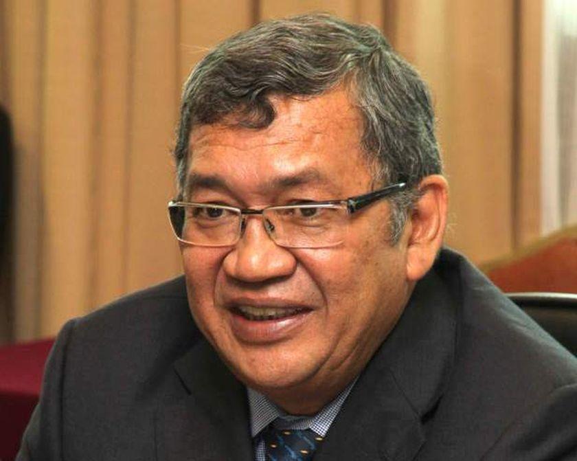 Chief Secretary to the Government Tan Sri Ali Hamsa says Tan Sri Abdul Gani Patail's (pic) tenure as Attorney-General ended yesterday. ― File pic