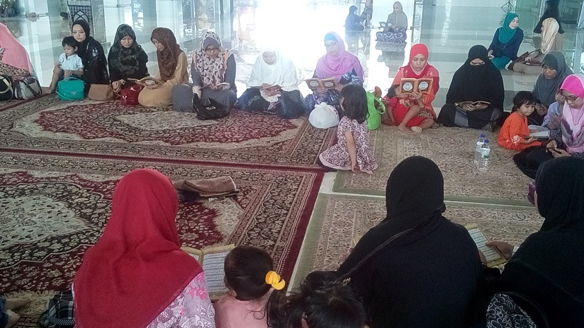 Friends of MH17 flight attendant Nur Shazana Mohamed Salleh's recite prayers for her at the Tuanku Mizan mosque in Putrajaya. The Kedah mufti said those who died from accidents such as the crash can be categorised as 'syahid akhirat', or 'afterlife martyrs'. ― file picture