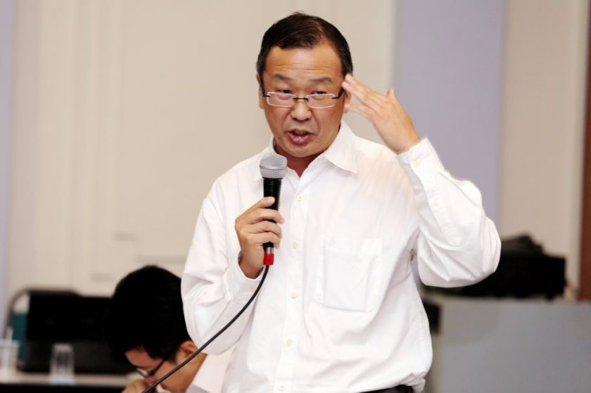 Gerakan president Datuk Dominic Lau Hoe Chai, advised DAP leaders to focus on efforts to stem the rise in the number of coronavirus cases and ensure the well-being of the people. — Picture by Choo Choy May