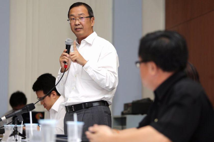 刘华才声明,华团大会只谈教育课题,是马哈迪将之种族课题化。-Choo Choy May摄-