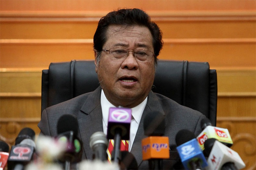 File picture shows then-Selangor Mentri Besar Tan Sri Khalid Ibrahim speaking to the media during the press conference in Shah Alam, August 13, 2014. — Picture by Yusof Mat Isa