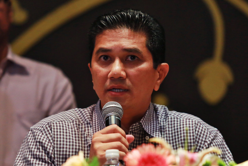 Datuk Seri Azmin Ali said the Selangor government did not have the jurisdiction to build schools on the land as that is the purview of the ministry, but added that his administration was willing to facilitate Putrajaya. — Picture by Saw Siow Feng