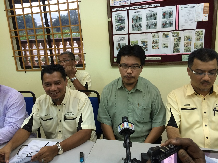 Penang State Secretary Datuk Seri Farizan Darus confirmed that a notice to the effect was hand delivered to Penang PAS secretary Mohd Fadzil Kemi (second from right) on Friday (June 12).  — File pic